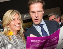 Jacqueline Zuidweg en minister-president Mark Rutte bij de lancering van MKB Doorstart